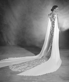 Niara - Robe de mariée en crêpe et en tulle ornée de broderie et pierres fines