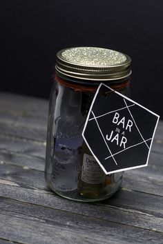 Bar in a Jar. Perfect gift for a man in your life. Everything from booze to a bottle opener! Masculine yet thoughtful! Great for Christmas, college graduation, and groomsmen gifts! Mason Jar Christmas Gifts, Mason Jar Gifts, Mason Jar Diy, Christmas Crafts, Christmas Ideas, Gift Jars, Christmas Decorations, Cheap Christmas, Christmas Recipes