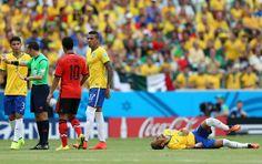 Brasil x México Neymar falta (Foto: Jefferson Bernardes). 17/06/2014