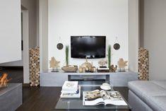 wohnzimmer modern einrichten graue möbel holz dekorationen tv wand montiert