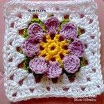 ortasi-cicekli-kare-renkli-flower-tig-isi-motif