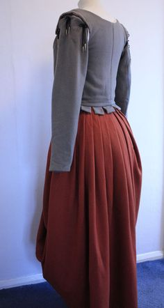 Tudor Woman's Kirtle from 1578 @ Janet Comber – Time Tailor