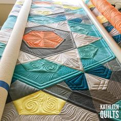 Past the half way point on @jastravers #baubblequilt despite today's nap/general lazyness. #fmq #longarmquilting #quiltmodern #apqslucey #apqscanada