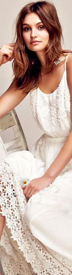 Téa Tosh💋💋 Daisy Petal Maxi Daisy Petals, Daisy Love, White Gardens, Daisies, White Dress, Feminine, Easter, Cottage, Classy