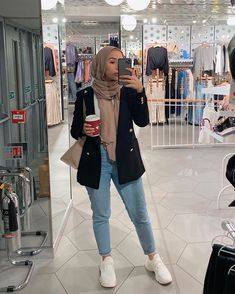 The actual scarf is a vital element from the outfits of ladies by using hijab. Heutiges Outfit, Casual Hijab Outfit, Outfits Casual, Hijab Chic, Hijab Dress, Hipster Outfits, Modest Outfits, Hijab Fashion Summer, Modern Hijab Fashion