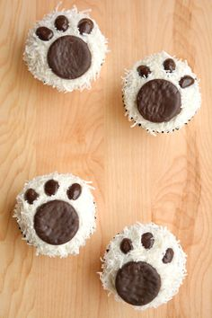 Wedding Dessert Ideas: Polar Bear Paw Cupcakes - www. - Wedding Dessert Ideas: Polar Bear Paw Cupcakes – www. Panda Cupcakes, Dog Cupcakes, Animal Cupcakes, Cupcake Cakes, Teddy Bear Cupcakes, Bear Cookies, Lemon Cupcakes, Strawberry Cupcakes, Winter Cupcakes