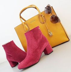 L' autunno è alle porte  #leaeflo #fashion #style #stylish #love #InstaTags4Likes #cute #photooftheday #beautiful #instagood #instafashion #pretty #girly #pink #girl #girls #shoes #heels #styles #outfit #purse #newcollection #michaelkors #trussardi #shopping #bag #accessories #bestoftheday #ootd #velvet RED VELVET SHOES