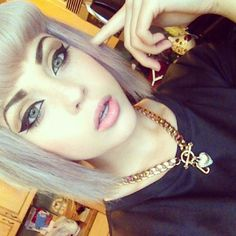 Strong brows. Natural makeup. Cat eye. Pink lips.