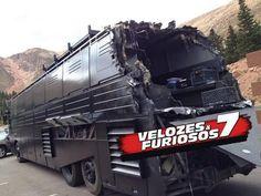Foi divulgada a primeira imagem oficial do filme Velozes & Furiosos 7 http://cinemabh.com/imagens/foi-divulgada-a-primeira-imagem-oficial-do-filme-velozes-furiosos-7