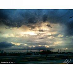 #9月 の始まりは #クリスマス #シーズン の始まりな #フィリピン の #朝焼け #daybreak  #september #christmas #season starts #bermonth #sky #cloud #morning #sun #philippines #朝日 #空 #雲