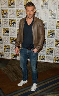 Ryan Reynolds Hits Comic-Con as Deadpool, Totally Shades Green Lantern Ryan Reynolds