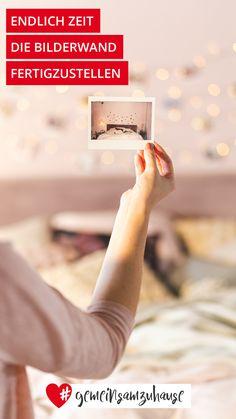 Sammle deine Lieblingsbilder vom letzten Urlaub oder der Familienfeier in einem Kalender oder hänge sie in kleinen Polaroids an eine Fotowand.  #gemeinsamzuhause Super, Calendar, Ad Home, Vacation, Tips