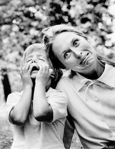 Justin Henry and Meryl Streep on the set of Kramer vs. Kramer directed by Robert Benton, 1979 Katharine Hepburn, Meryl Streep, Celebrity Portraits, Celebrity Pictures, Female Actresses, Actors & Actresses, Grace Gummer, Kramer Vs Kramer, People