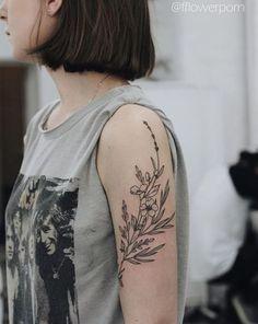 Foto: @fflowerporn #FlowerTattooDesigns