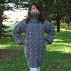 Pull gris Mohair, Pull tricot à main, Pull Crewneck, Pull Oversized, Pullover Hand Knitted Sweaters, Mohair Sweater, Cardigan Sweaters, Long Cardigan, Sweater Outfits, Gros Pull Long, Poncho Cape, Handgestrickte Pullover, Pull Gris