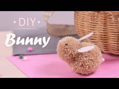 Easy and Cute Pom Pom Easter Bunny for Kids Hand Crafts For Kids, Diy For Kids, Bunny Crafts, Easter Crafts For Kids, Bunny Tail Diy, Yarn Animals, Paper Bunny, How To Make A Pom Pom, Camping Crafts