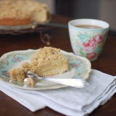 apple cake with streusel from {nifty thrifty things}