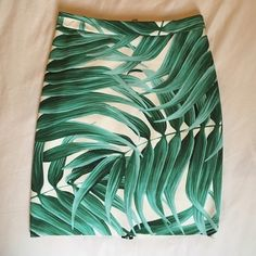 Topshop printed skirt Bright, tropical skirt from Topshop. White with green leaves. Only selling because it's too small. In great condition. Topshop Skirts Mini