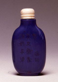 An opaque mauve glass snuff bottle, 1800-1880.