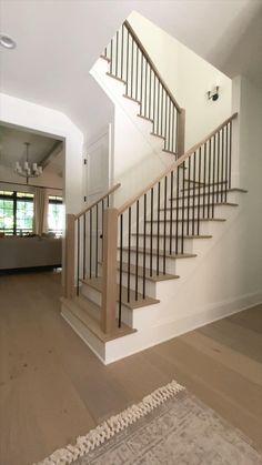 Stair Railing Design, Home Stairs Design, Interior Stairs, House Design, Modern Stair Railing, Interior Railings, House Staircase, Staircase Remodel, Staircase Railings