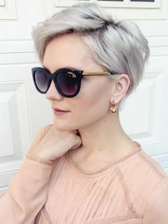 Chic Long Pixie The pixie haircut is still on trend and getting one is the perfect way to stand out from the crowd. Long pixie hairstyles are a beautiful way to wear short. Long Pixie Hairstyles, Cute Short Haircuts, Short Hairstyles For Women, Hairstyles Haircuts, Blonde Hairstyles, Choppy Haircuts, Haircut Short, Fashion Hairstyles, Curly Hair