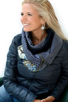 L'écharpe Zip | Bijoux Youpla Chunky Scarves, Oversized Scarf, Sewing Scarves, Creation Couture, Cowl Scarf, Blue Wool, Neck Warmer, Refashion, Cotton Fabric