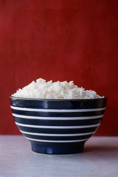 All it takes to know How to Cook Perfect Rice on the Stove—finally get over your rice fear and get fluffy, non-sticky white grains every time Cook Rice On Stove, Rice In The Microwave, Rice On The Stove, Perfect White Rice, Perfect Quinoa, How To Reheat Rice, How To Cook Rice, White Rice Recipes, Rice Recipes For Dinner
