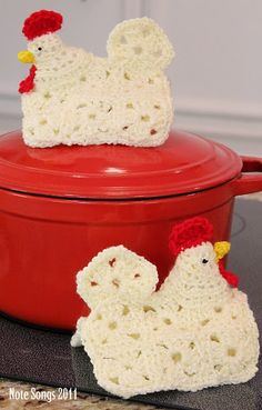 Chicken potholders - these are great in an old-fashioned kind of way and would be fun in black and orange or turquoise and pink -- modern colorways
