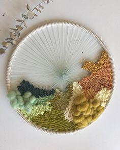 These rainbow roundies are so fun, y'all. • • #weavers #weaving #weaveweird #weaversofinstagram #wovendecor #wovenwallart #wovenwallhanging…