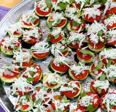 Mini Zucchini Pizzas via The Sugar-Free Fairy 1 medium zucchini, sliced into thick medallions 2 roma tomatoes, thinly sliced Fresh basil. Clean Recipes, Veggie Recipes, Low Carb Recipes, Appetizer Recipes, Whole Food Recipes, Vegetarian Recipes, Healthy Recipes, Appetizers, Clean Eating Snacks