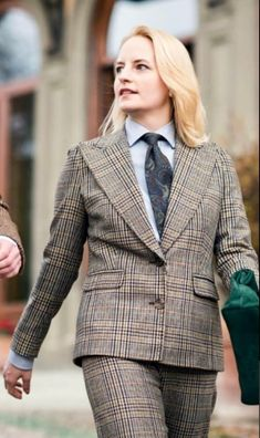 Women Ties, Suits For Women, Business Wear, Business Women, Skirt Suit, Suit Jacket, Dapper Suits, Preppy Casual, Smart Women