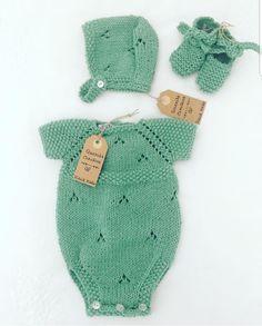 queridaclaudia Crochet Bebe, Crochet For Kids, Knit Crochet, Dress Design Patterns, Clothing Patterns, Baby Knitting Patterns, Baby Patterns, Diy Crafts Dress, Diy Romper