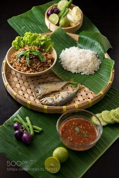 Asian Food Vietnamese - Food For Kids Colouring - - Food And Drink Clean Eating - - Food For Kids Sleepover Thai Recipes, Indian Food Recipes, Asian Recipes, Fancy Food Presentation, Presentation Design, Thai Food Menu, Food Concept, Food Decoration, Food Design