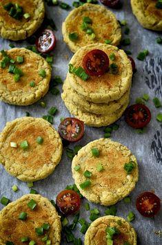 Pieczone kotlety z ziemniaków i białej fasoli z typowo wegańskimi dodatkami - Misa Mocy