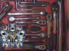 Mit Bauschaum eine Werkzeugeinlage ohne schneiden erstellen