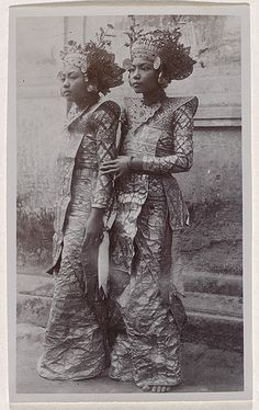1928 Bali André ROOSEVELT, not titled [Ni Pollock and partner in legong dance costumes]