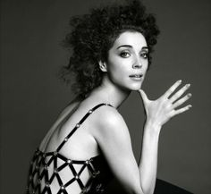 Annie Clark of St. Vincent by Inez & Vinoodh for The Gentlewoman St Vincent Annie Clark, Saint Vincent, Curled Hairstyles, Bride Hairstyles, Gentlewoman Magazine, Nostalgia, Cara Delevingne, Actor Model, In Hollywood