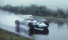 🏆🏁 🚦🇩🇪 #formula1 #f1 #formulaone #thef1weekend #race #racing #germanyGP #onthisday #bestoftheday #accaddeoggi Il #4agosto 1968, Jackie Stewart vinse al Nurburgring il GP di Germania, collezionando una delle vittorie più belle, nella carriera dello scozzese.