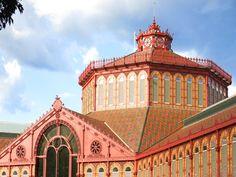 El Mercat de Sant Antoni vuelve a abrir sus puertas a Barcelona. Barcelona, Louvre, Real Estate, Mansions, Architecture, House Styles, Building, Blog, Travel