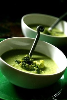 Cream of Broccoli Soup with Quinoa.i made it with Hazelnuts and no quinoa yet.but so yummy! Fruit Recipes, Soup Recipes, Vegetarian Recipes, Cooking Recipes, Healthy Recipes, Thermomix Soup, Paella, Quinoa Soup, Cooked Quinoa