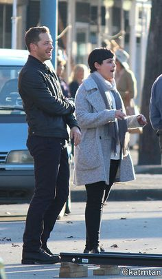 """Josh Dallas and Ginnifer Goodwin - Behind the scenes - 6 * 1 """"The Savior"""" - July 2016 Once Cast, It Cast, Josh Dallas And Ginnifer Goodwin, Snow And Charming, Spanish Actress, Outlaw Queen, Maybe Someday, Captain Swan, Celebs"""