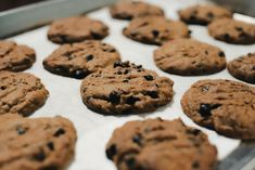 Egy finom Csokis keksz (chocolate chips cookie) ebédre vagy vacsorára? Csokis keksz (chocolate chips cookie) Receptek a Mindmegette.hu Recept gyűjteményében! Chips, Chocolate Chip Cookies, Cooking, Food, Sweet Recipes, Crack Crackers, Cake Recipes, Sweets, Kitchen