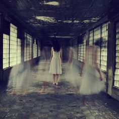 American self-taught photographer from New Hampshire Sarah Ann Loreth specializes in self-portraits, are associated with the mysterious and mystical surroundings.