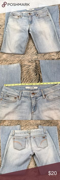 """Joe's Jeans Air Blue Light Wash Boot Cut Leg 28 Joe's Jeans Air Blue Light Wash Boot Cut Leg 28 Cotton Stretch Womens Denim   Cotton stretch. Slight Boot Cut. Tagged size 28 but please see measurements to ensure proper fit. Measured flat unstretched.  Waist 15.25""""  Hips 18""""  Rise 8""""  Inseam 30""""  See photos. Ask any questions before purchasing. Joe's Jeans Jeans Boot Cut"""