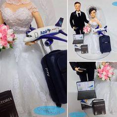 #noivinhospersonalizados 💕 #comissariadebordo ✈️ #contador 📚 #noivinhosprofissões #topodebolodecasamento #wedding #topodebolo #noiva #noivo #noivas #noivos #weddingcake #weddingdream #aeromoça #contabilidade #casamento #weddingcaketopper #weddings #azul #biscuit #vestidonoiva #universodasnoivas #weddingdress ❣ orçamentos: caraarteembiscuit@yahoo.com.br, ou mensagem inbox na página https://facebook.com/caraarteembiscuit