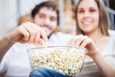 Diet popcorn is not at all complicated. You have to get used to you the best healthy homemade popcorn snacks. The main problem of many diets are just snacks Healthy Popcorn, Healthy Snacks, Popcorn Recipes, Homemade Popcorn, Popcorn Snacks, Nutrition Tips, Diet Tips, Healthy Tips, Healthy Choices