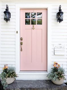 Where the Mountains Meet the Sea:: White Hall Maine & A Guide to Camden Grey Houses, Pink Houses, Modern Houses, Door Design, House Design, Front Door Colors, Front Doors, Best Decor, Diy Décoration