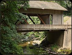 Old fashioned covered bridge (Washington) Covered bridges Amsterdam City Guide, Old Bridges, Over The Bridge, Old Barns, Covered Bridges, Beautiful Places, Scenery, Country Roads, House Styles