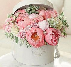 Imagine receiving these.heaven ・・・ How pretty is this floral arrangement by :bouquet: Repost from