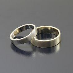 Klasyczne obrączki ślubne z żółtego i białego złota